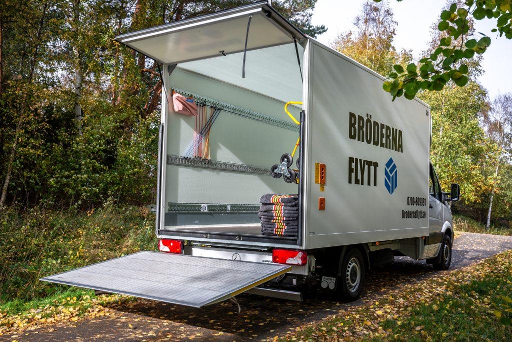 Bröderna Flytt i Halland med en stor och rymlig flyttbil